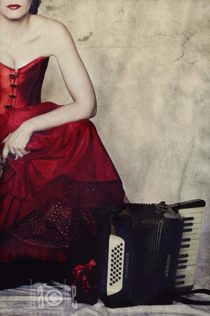 hembra-pia-acordeon